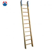 Лестница деревянная с зацепами 2300х400